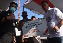 Seremoni penyerahan bantuan KUR Bank BNI pada petani di Bangka Belitung. foto: Humas Bank BNI